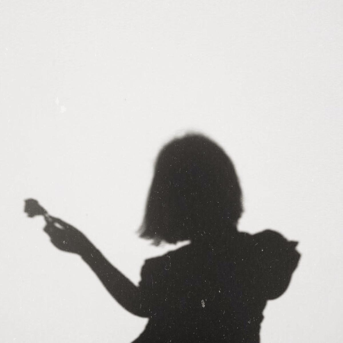 Quien se queda mucho tiempo mirando a los sueños,…